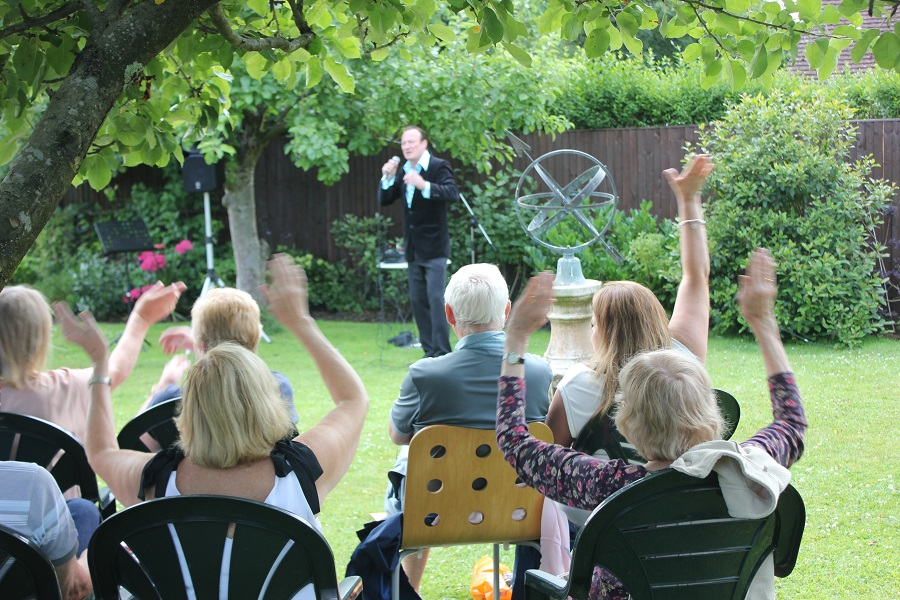 Pete Sinclair singing at Music in the Garden, Freda's Garden