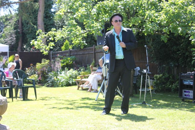 Pete Sinclair singer - Music in the Garden 2017 - Freda's Garden