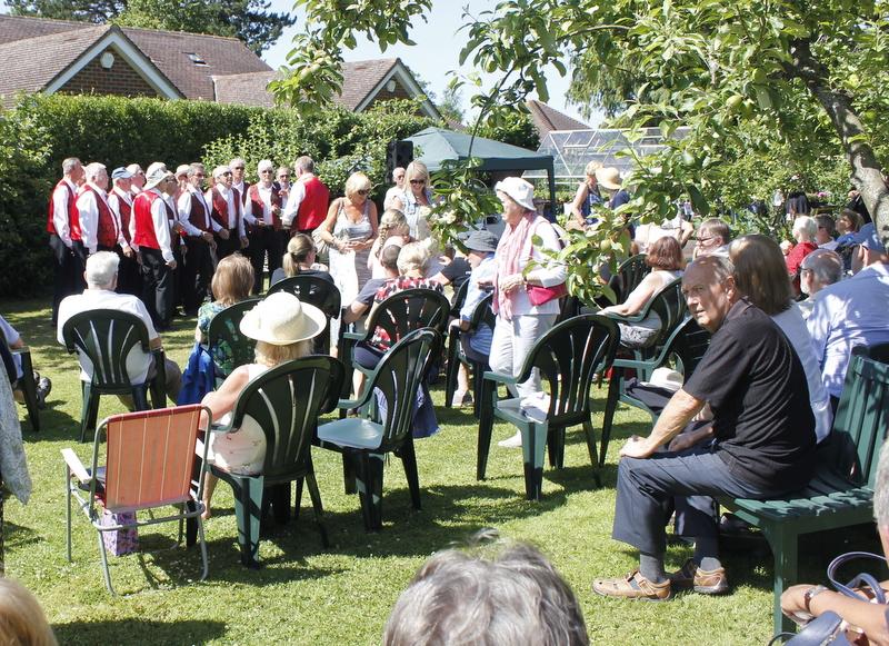 The Kentones - Music in the Garden 2017 - Freda's Garden