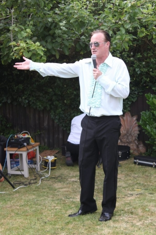 Pete Sinclair performing at Music In The Garden